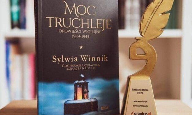 """Polacy głosują, moc truchleje! Sylwia Winnik z tytułem """"Książka Roku 2020"""" dla """"Moc Truchleje. Opowieści Wigilijne 1939-1945"""""""
